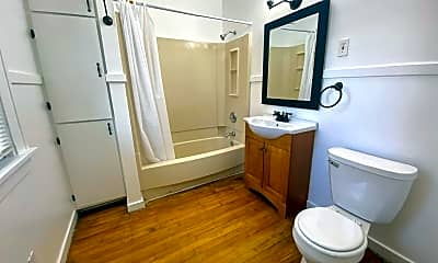 Bathroom, 670 Lincoln Ave NW, 2