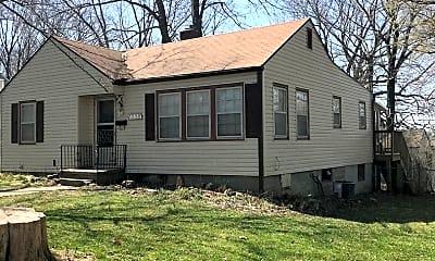 Building, 1226 N Pleasant St, 1