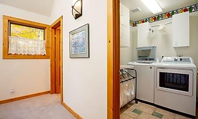 Bathroom, 23 Smuggler Grove SOUTH, 2