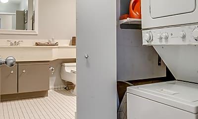 Bathroom, 400 S Green St 306, 2