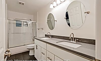 Bathroom, 901 Hill St, 1
