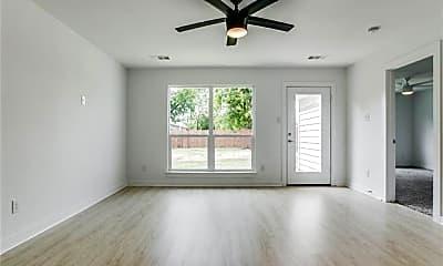 Living Room, 302 Stallings St, 2