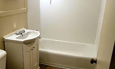 Bathroom, 517 Mulberry St, 2