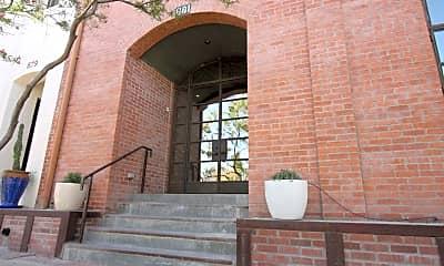 Building, 881 W Paseo de Los Zanjeros, 1