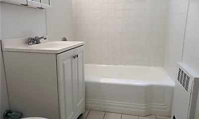 Bathroom, 13 Welwyn Rd 2M, 2