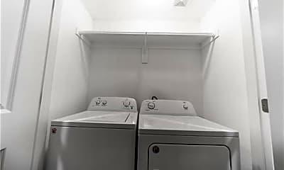 Bathroom, 800 N Throckmorton St, 2