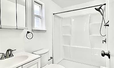 Bathroom, 27 Cedar St, 2