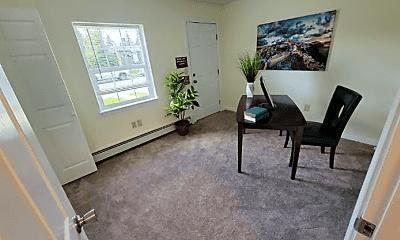 Living Room, 409 N Bunn St, 2