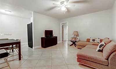 Living Room, 4590 Ludlam Rd, 1