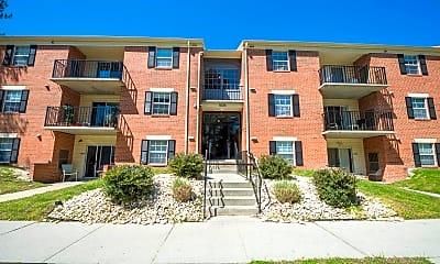 Building, 806 College Ln D, 1