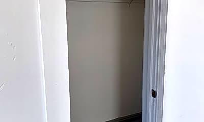 Bathroom, 945 Beacon Ave, 2
