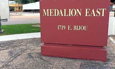 Medalion East, 1