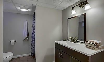 Bathroom, 12 Horseshoe Dr, 2