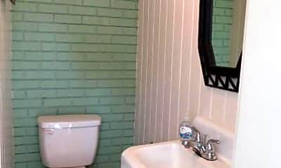 Bathroom, 2500 E 3rd St, 2