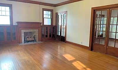 Living Room, 816 Oneonta St, 1