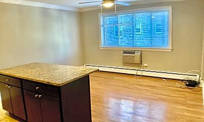 Living Room, 6710 N Sheridan Rd, 1