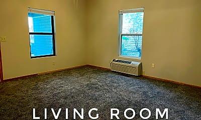 Bedroom, 415 N Walnut St, 1