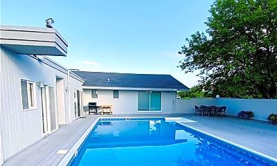 Pool, 22 Meadow Ln, 1