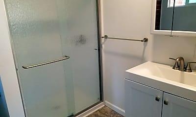 Bathroom, 915 S Clementine St, 1