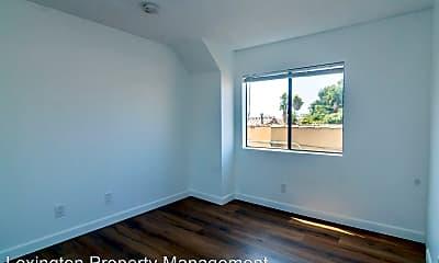 Bedroom, 606 N Oxford Ave, 2