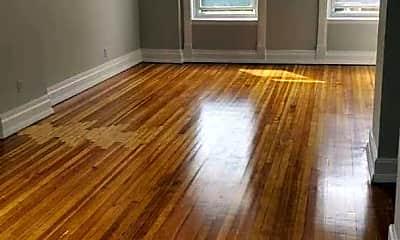 Living Room, 923 N Noble St, 1