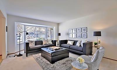 Living Room, 681 Starbush Dr, 1