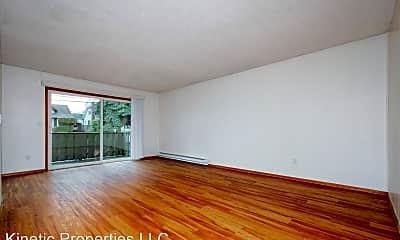 Living Room, 1703 NE 47th Ave, 1