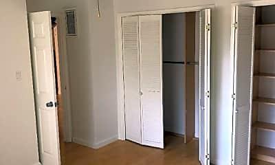 Bedroom, 600 N Mariposa St, 1