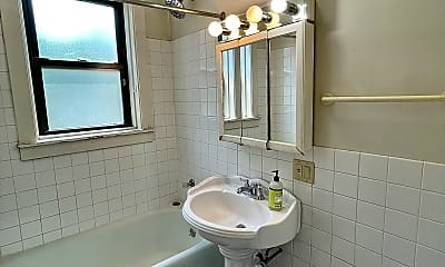 Bathroom, 748 W Webster Ave, 2