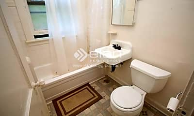 Bathroom, 635 W Patterson Ave, 2