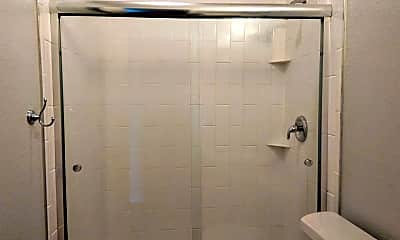 Bathroom, 708 Virginia Blvd, 2