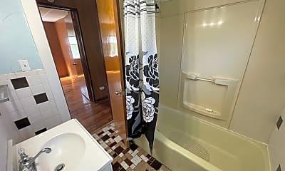 Bathroom, 3031 W 115th St, 2