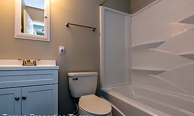 Bathroom, 1021 W Cascade Ave, 2