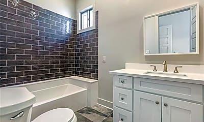 Bathroom, 1327 Frenchmen St, 1