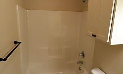 Bathroom, 2107 9th St, 2