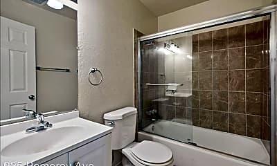 Bathroom, 925 Pomeroy Ave, 2