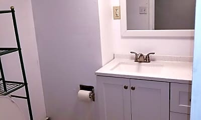 Bathroom, 529 Colfax Rd, 2