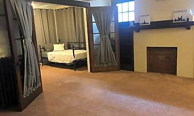 Living Room, 577 S Braddock Ave, 1