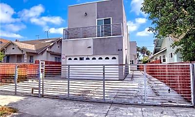 Building, 866 E 46th St, 2