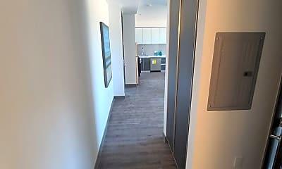 550 N. Hobart Blvd - 208, 1