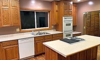 Kitchen, 633 Lakeside Lane, 1