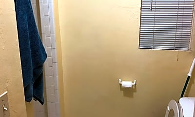 Bathroom, 507 Nottingham Blvd, 2