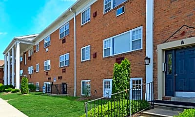 Building, Carriage House Apartments, 0