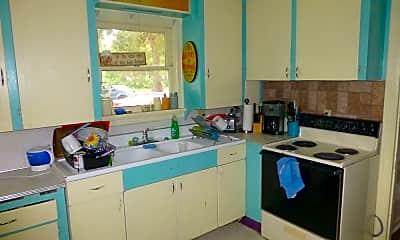 Kitchen, 618 E Maple St, 1
