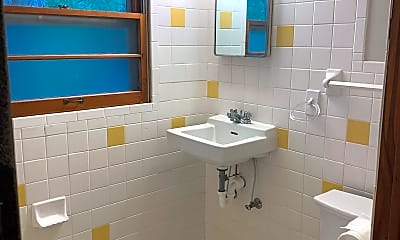 Bathroom, 640 Mulberry St, 2
