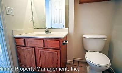 Bathroom, 802 N Bangor Ave, 1