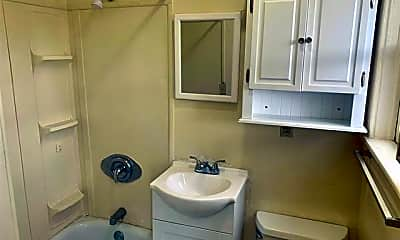 Bathroom, 538 Myrtle Ave 4, 2