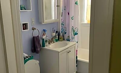 Bathroom, 275 Parker St, 2