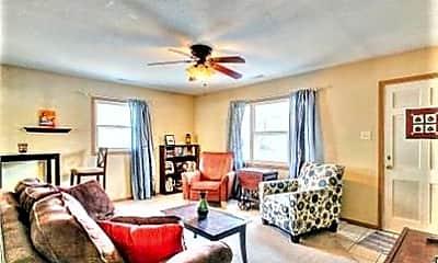 Living Room, 908 Crestwood Dr, 1