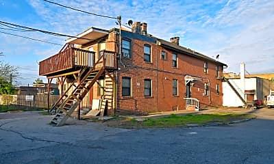 Building, 2413 Greenmount Ave, 1